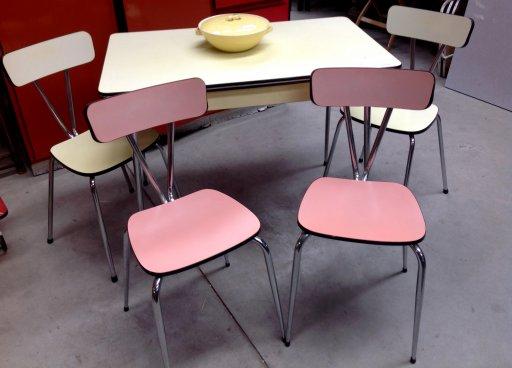 Retro tafel en stoelen for Keukentafel en stoelen
